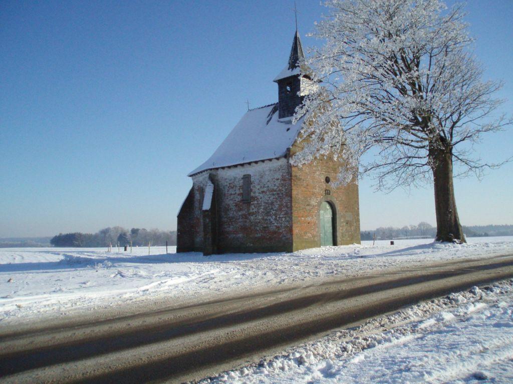 La chapelle du Try-au-Chêne sous la neige
