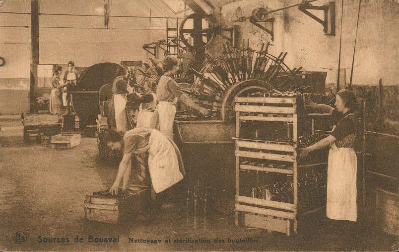 Sources de Bousval : nettoyage et stérilisation des bouteilles (vers 1930)